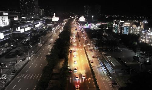 巡游车队穿越深圳市区.jpg